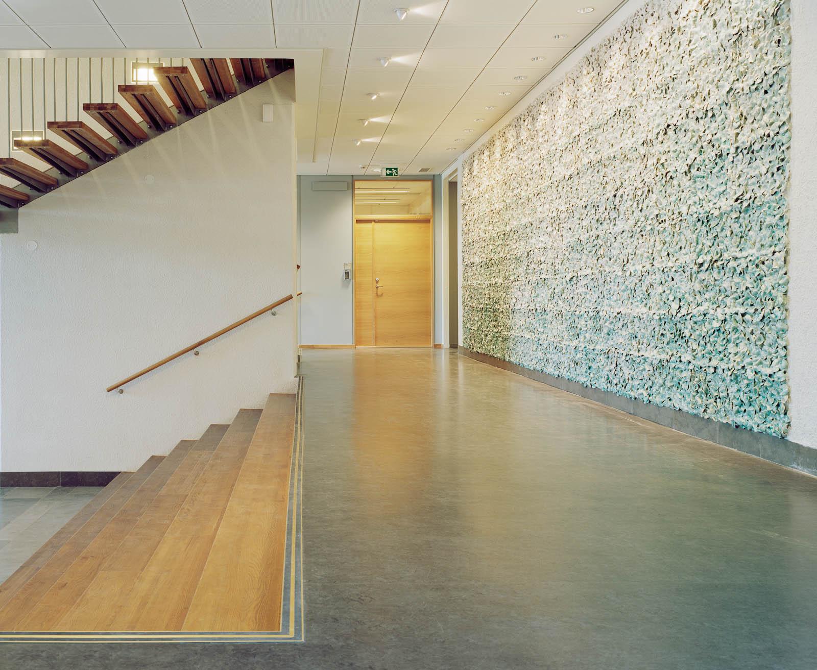 Vägg med keramikplattor, korridor. Renata Francescon, Fruset šögonblick.