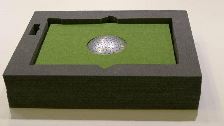 Modell. Liten termonod som sticker upp ur ett grönt material. Markus Lantto, Termonoder