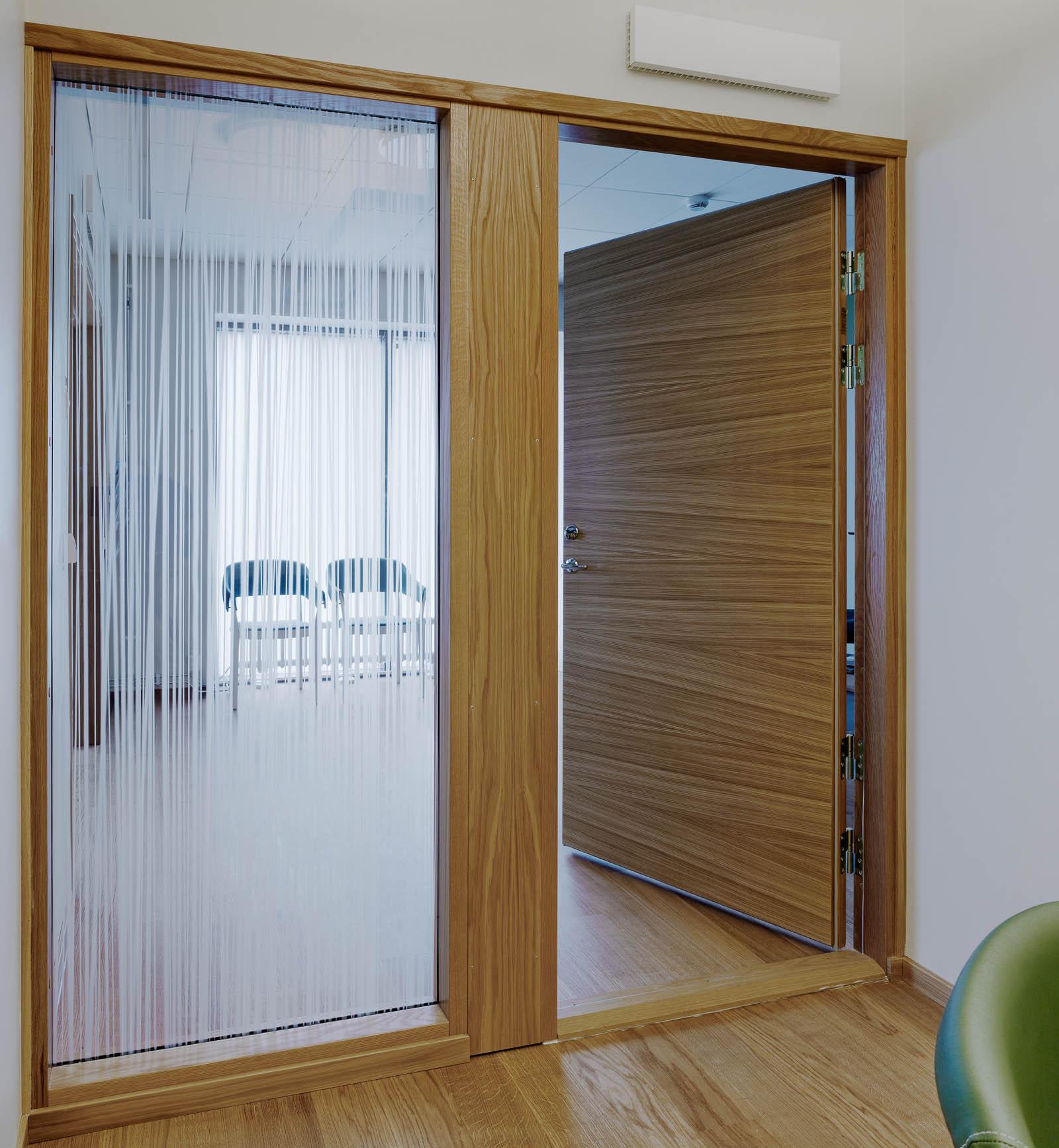 Dörren in till rummet. Ingegerd Råman, Crystal Curtain (2013)