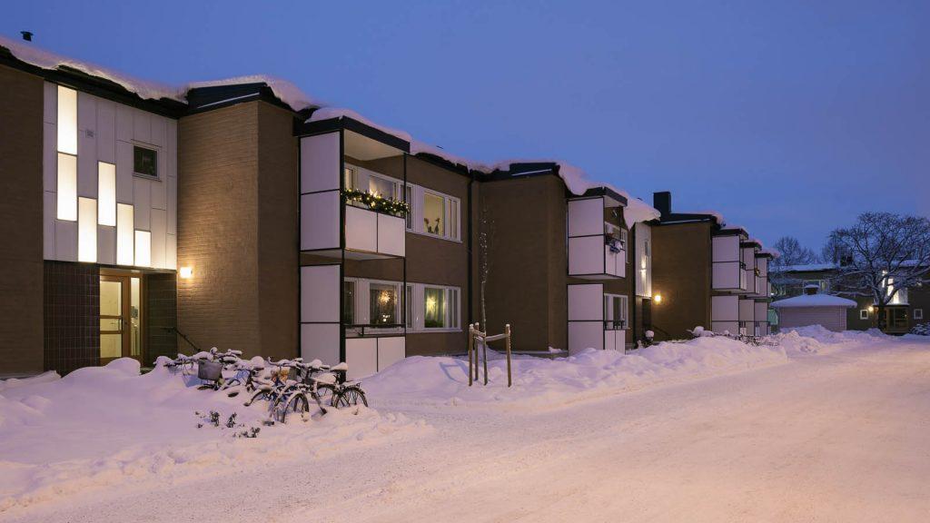Ljuspaneler ovanför husport. Katarina Löfström, See and be Seen