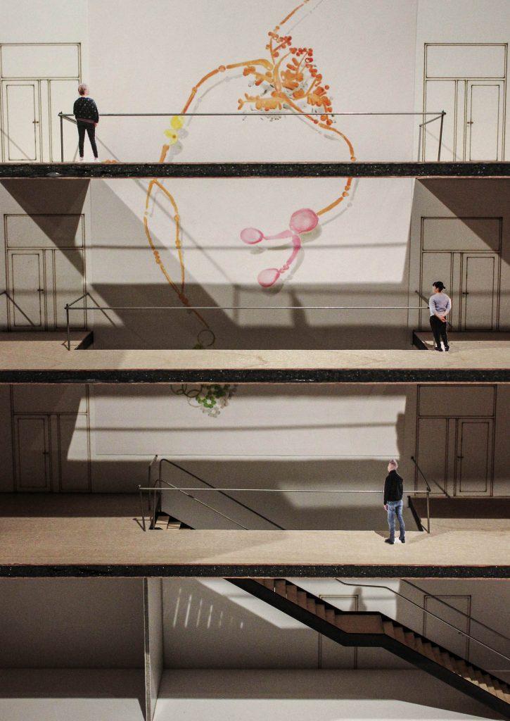 Modell av stora färgade glaslänkar hängande på en vägg som kan betraktas från balkongerna på flera våningsplan. Fredrika Linder, W