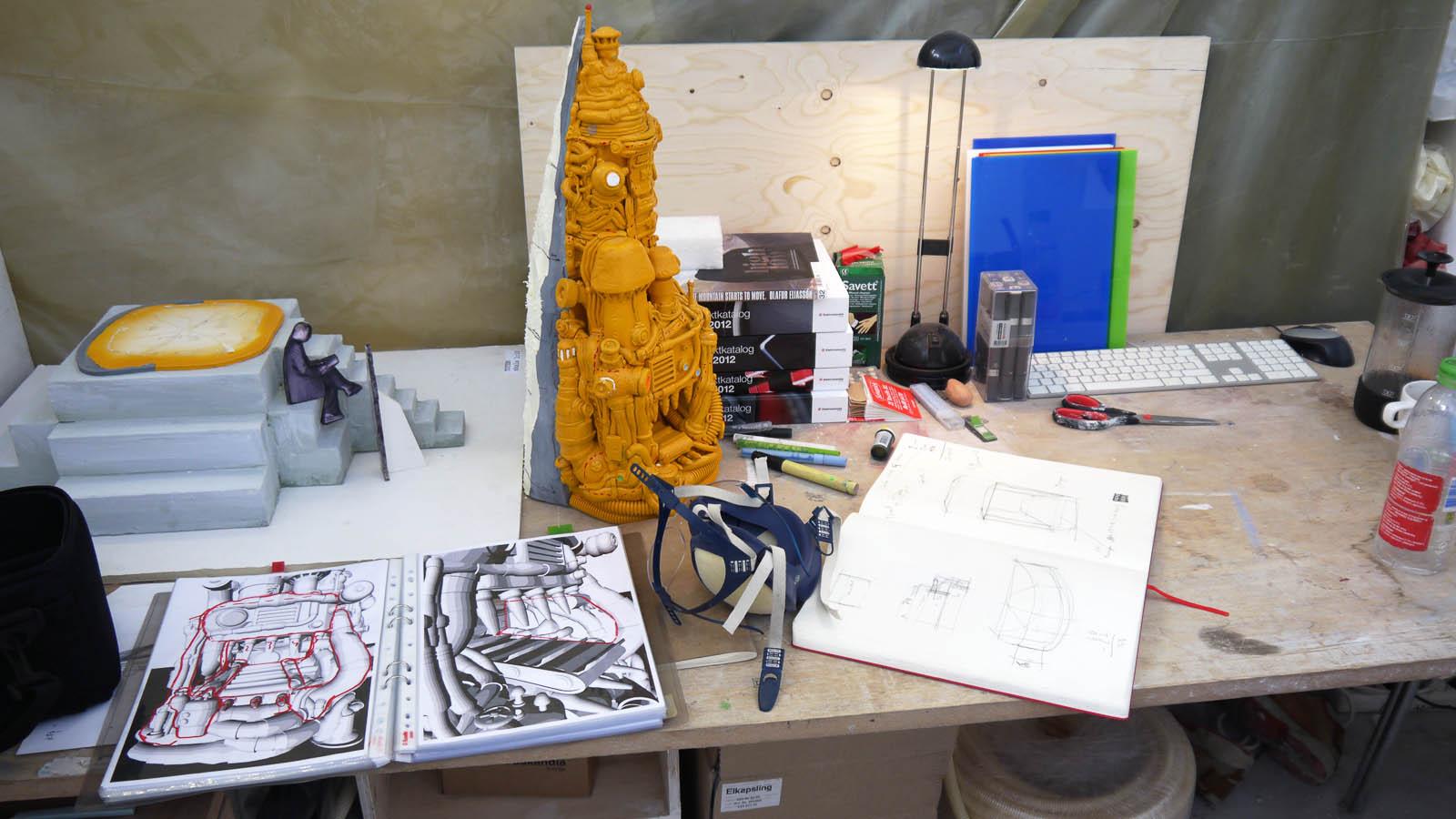 Oskar Aglerts skulptur Totem. Bild från konstnärens ateljé.