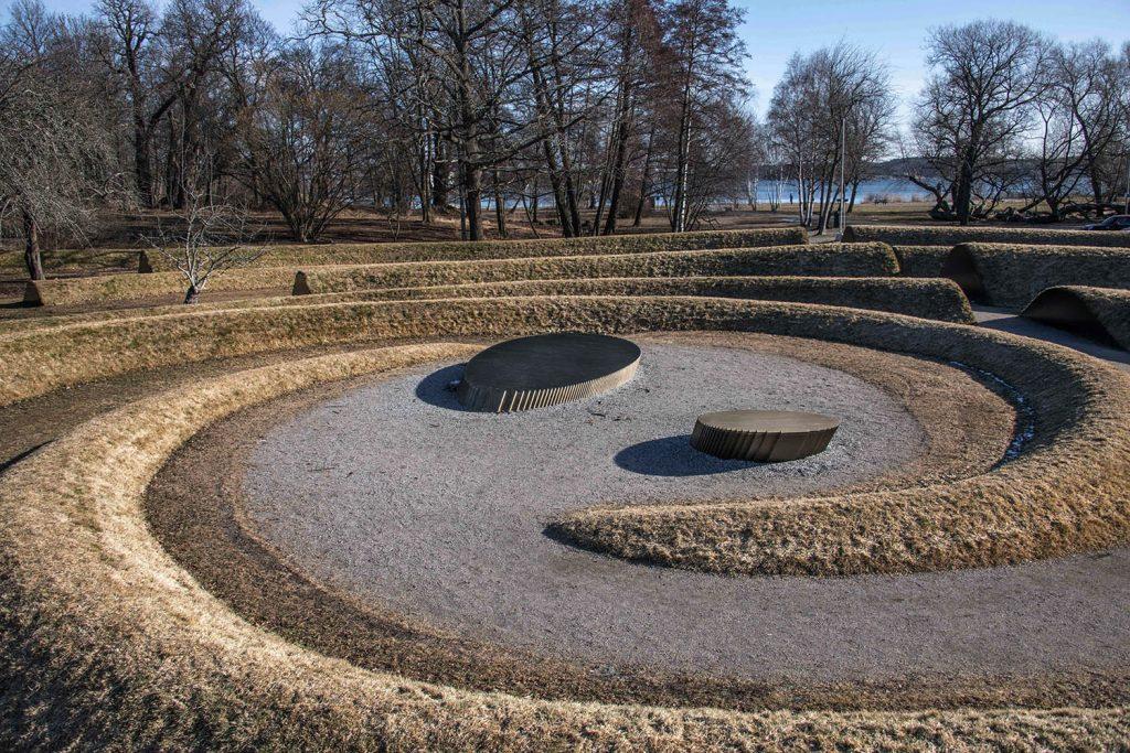 Jordkonstverket Gravitational Ripples av Lea Porsager.