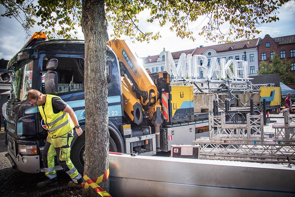Verket Mirakel av Santiago Mostyn uppställd på ett lastbilssläp i Malmö. Foto Ricard Estay