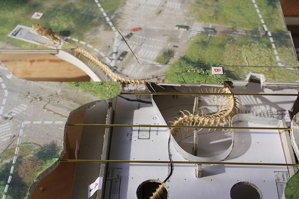 Bild på verket 54 57 55 74 Rainbow Snake av Huang Yong Ping