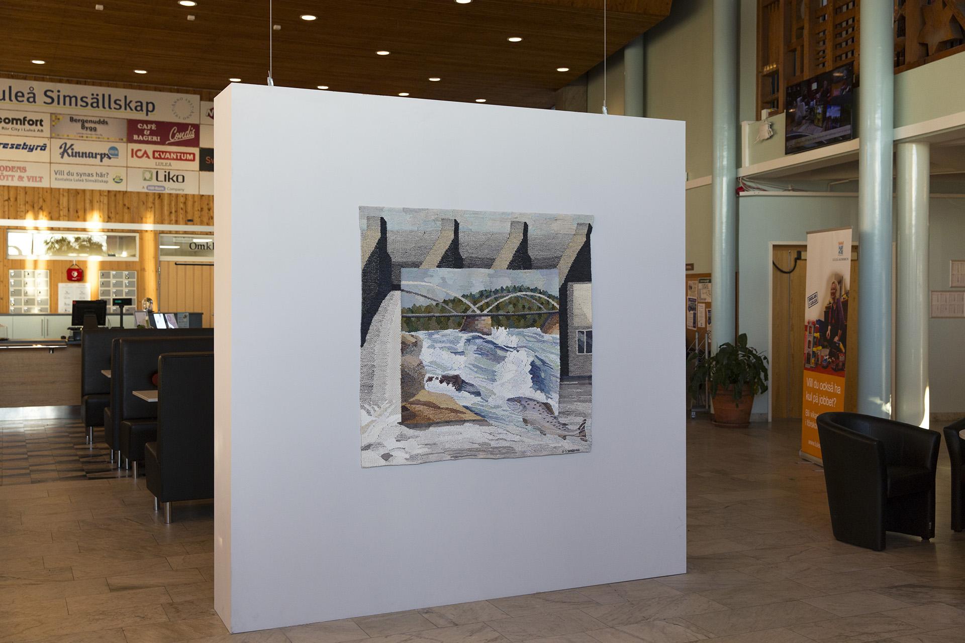 En bild av verket vattenfall i Pontusbadet i Luleå.