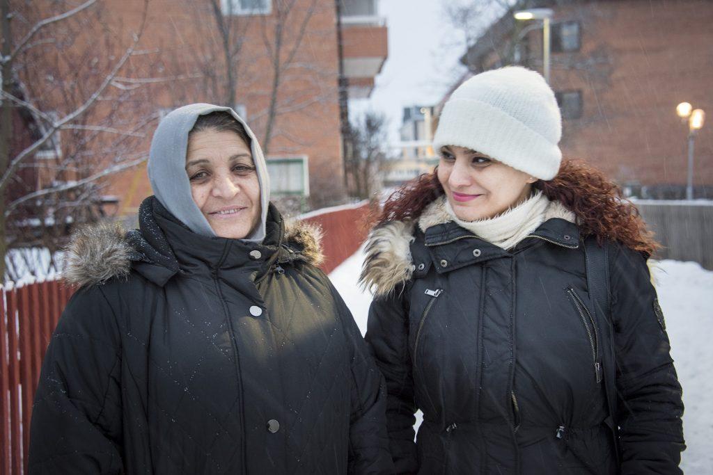 Två kvinnor i närbild