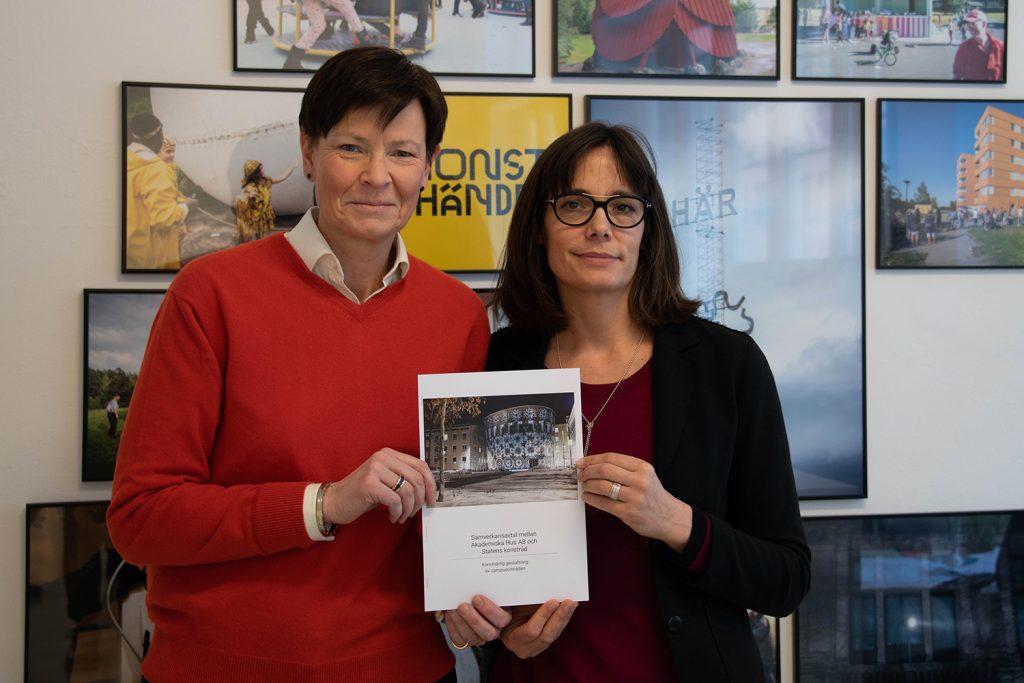 Catarina Fritz, ekonomi- och finansdirektör och vice vd Akademiska Hus har skrivit på ett samarbetsavtal med Magdalena Malm, direktör Statens konstråd.