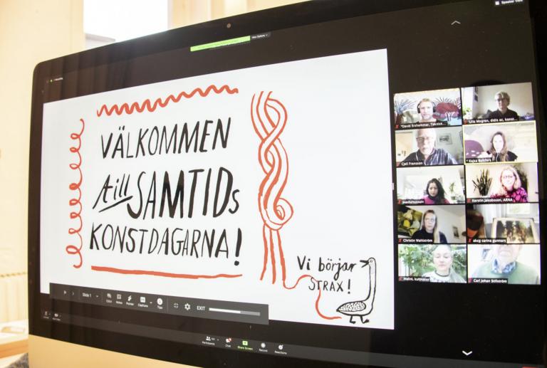 En skärm med webbkonferensen Samtidskonstdagarna syns.